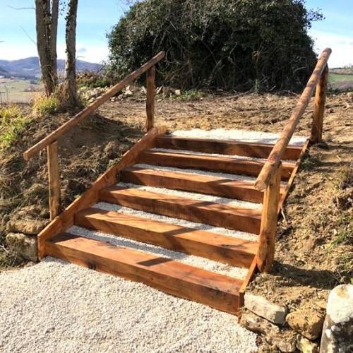 Scalinata con traverse di cerro